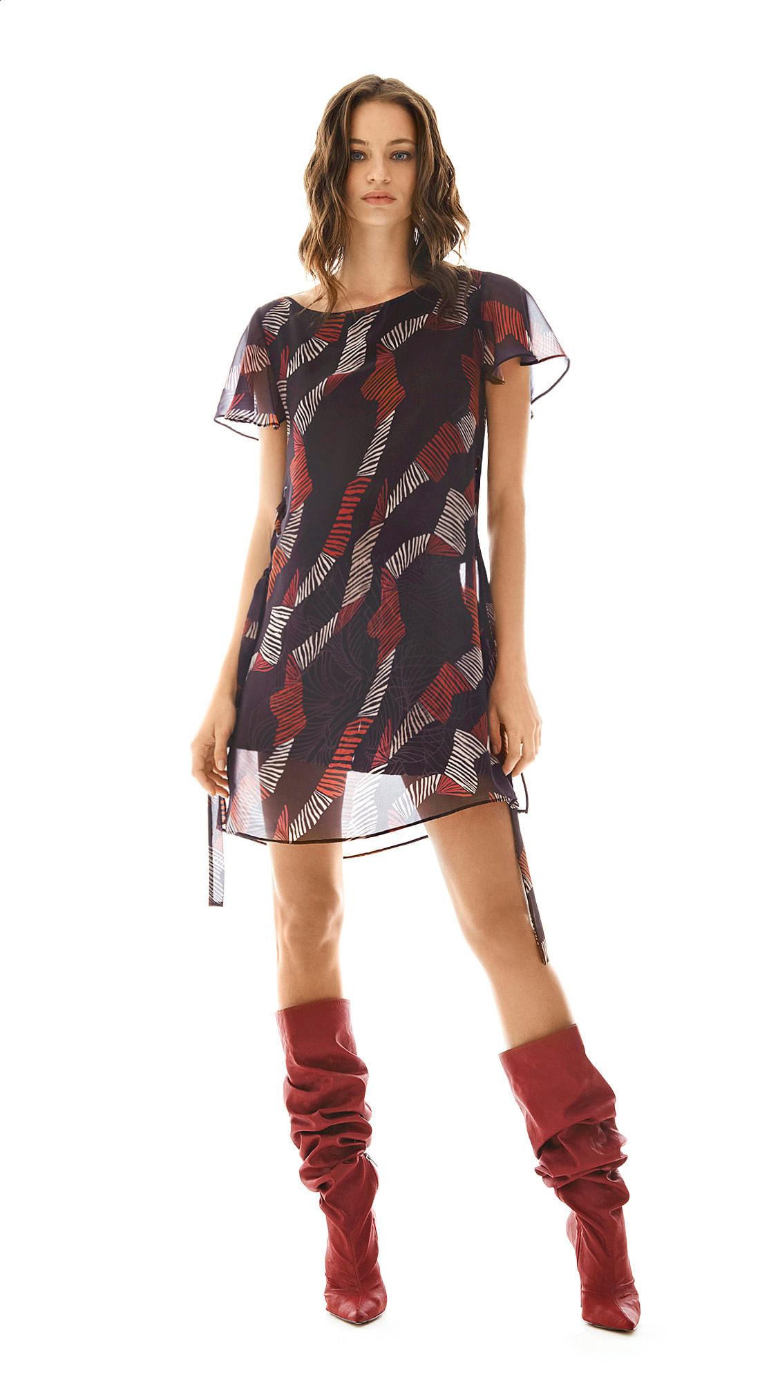 e4df470996 Blusa Decote Redondo Manga Curta Abertura Lateral Vermelho - morenarosa