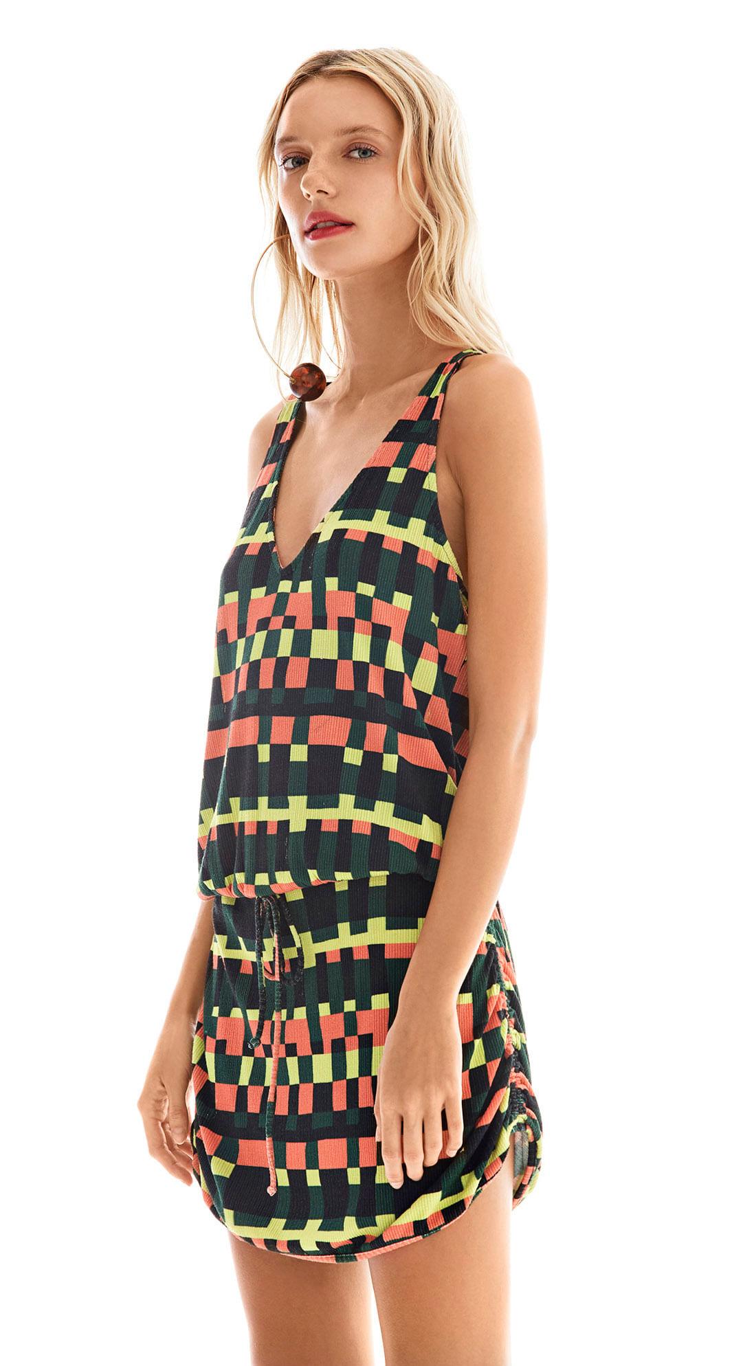 1ca575594 Vestido Curto Decote V Com Franzido Est. Lima/Vermelho - morenarosa