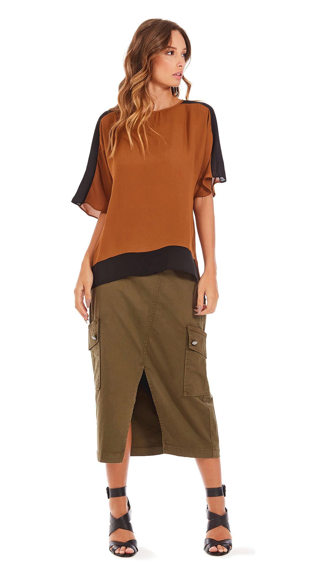 a1a7a45ae6 Blusa Decote Redondo Manga Curta Com Recorte Camel Preto - morenarosa
